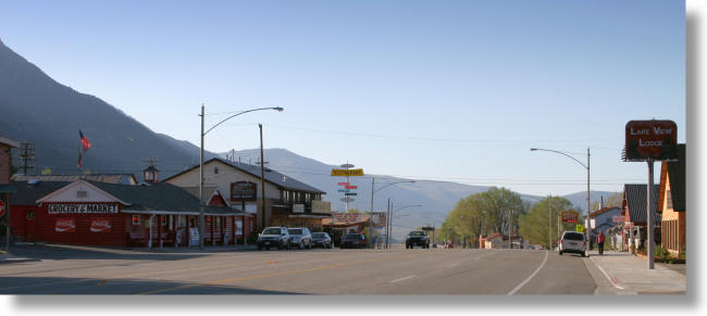 downtown Lee Vining, California, facing north on highway 395